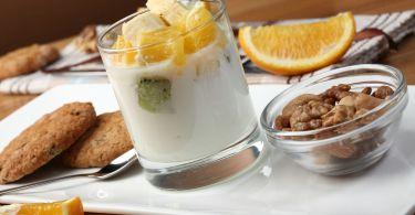 yogurt with fruit 2408031 1920