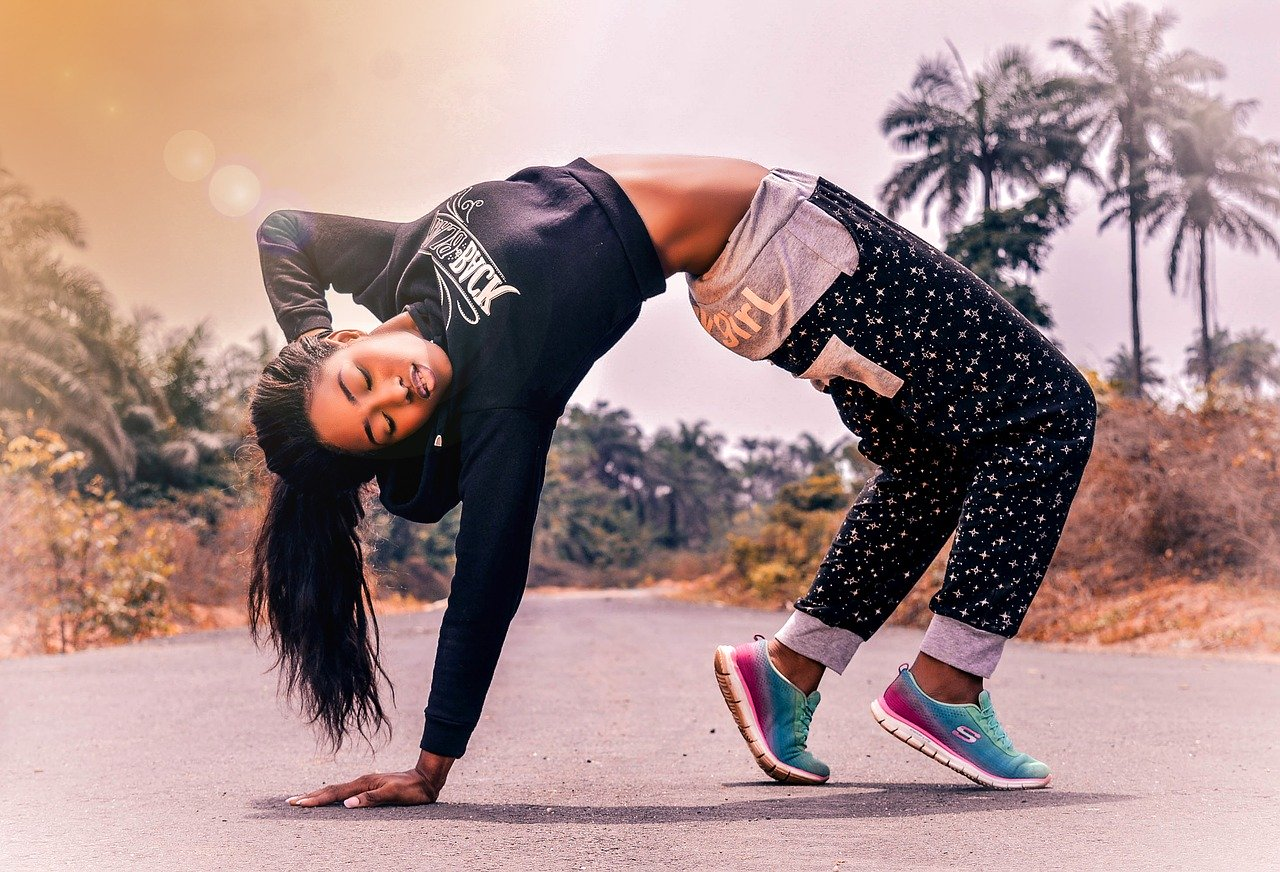 fitness woman 2893887 1280