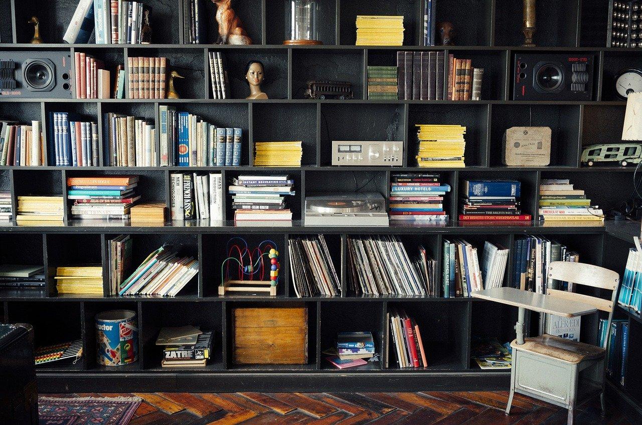 bookshelf 413705 1280