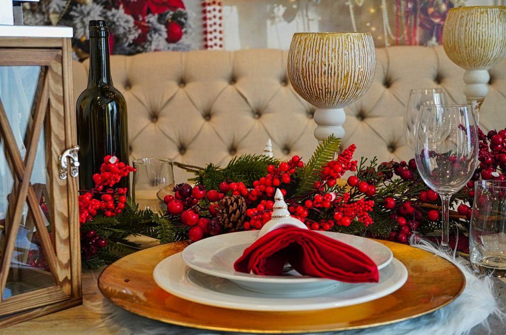 christmas dinner 4712245 1280
