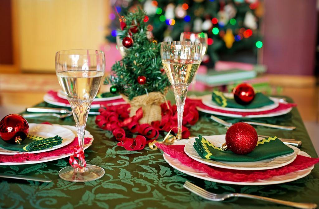 christmas table 1909797 1280